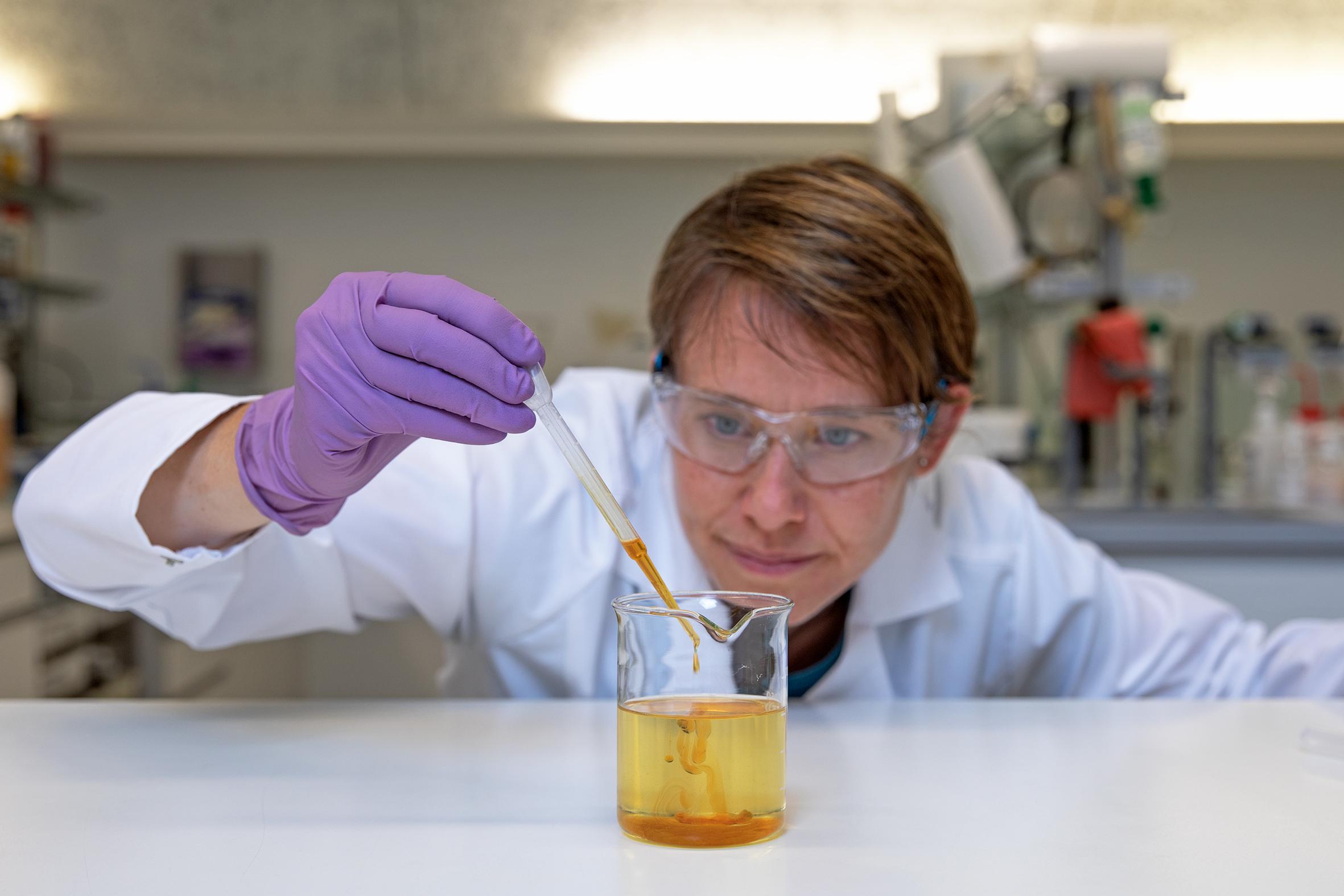 Test huile de coupe Blaser Swisslube pour réglementation REACH